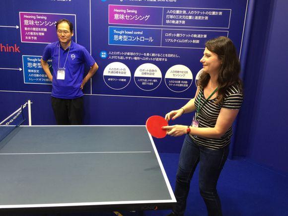 Ceatec J1 : jouer au ping pong avec un robot